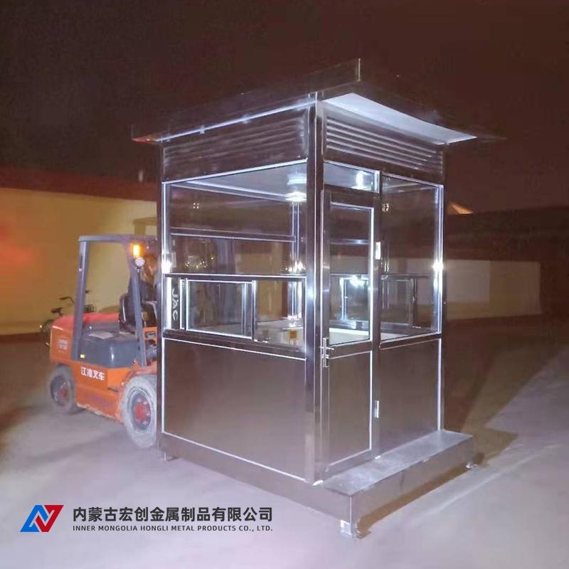 临河区政府定制2台不锈钢岗亭装货中